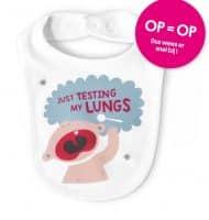 Bestel een gratis Baby slabbetje t.w.v. € 7,50 met de tekst 'Just testing my lungs'